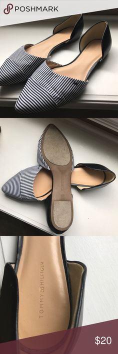 Tommy Hilfiger navy & white Size 10M Tommy Hilfiger navy & white flats. Worn a couple of times. Tommy Hilfiger Shoes Flats & Loafers