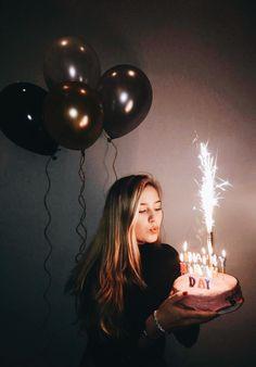 Geburtstag schießen Sweet 16 Bday Foto 17 18 19 20 21 22 Ballons Feuerwerk Kuchen Happy Candles Anniversary Photoshoot Source by arvenique . 17th Birthday, Girl Birthday, Tumblr Birthday, Sweet 16 Birthday, Birthday Month, Cake Birthday, Birthday Celebration, Simple Birthday Cakes, Happy Birthday 19