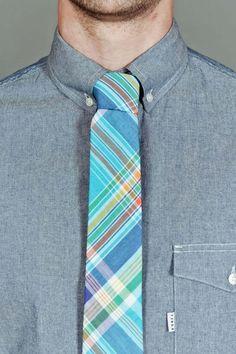 cute tie, horrible knot.