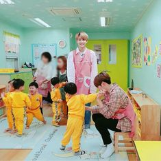 Choi Seungcheol is a CEO of Pledis Entertainment and a single father, while Yoon Jeonghan is a preschool teacher, who hapens to be the the teacher of Seungcheo. Seventeen Album, Seventeen Memes, Jeonghan Seventeen, Woozi, Wonwoo, Kpop, Solo Photo, Boo Seungkwan, Pledis Entertainment