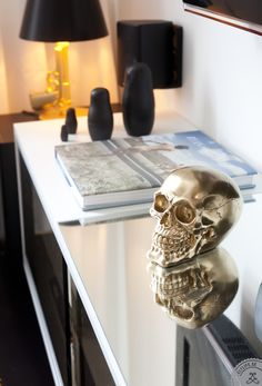 I want a skull for my table in my living room! Black Russian, Interior Decorating, Interior Design, Modern Interior, Decorating Ideas, Skull And Bones, My Living Room, Model Homes, Interior Inspiration
