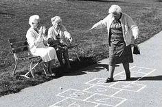 A educação de uma criança é dos pais. Babá e avós são colaboradores.