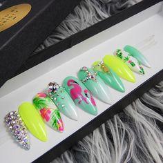 NailedByChristy definitely has some cute press on nails! Shop ✨LINK IN BIO✨☀️✨✨ Bling Nail Art, Bling Nails, Dope Nails, Fun Nails, Gorgeous Nails, Pretty Nails, Flamingo Nails, Vacation Nails, Beach Nails