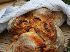 Ernst rustika bröd med ajvar och oliver