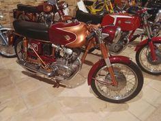 Museo Sala Team - Ducati 200 Elite, fabricada en 1961. Con motor de 4 cilindros y 4 velocidades, alcanzaba los 140 Km/h.