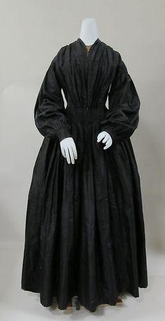 ca.1842, Trauerkleid aus Seide mit Vorderverschluss, USA