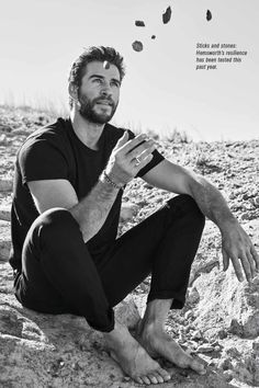Liam Hemsworth Source — HQ photos of Liam for Men's Health Australia. Mode Masculine, Miley And Liam, Hemsworth Brothers, Scruffy Men, Just Beautiful Men, Barefoot Men, Famous Men, Famous People, Hollywood Actor