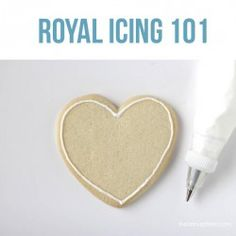 Royal Icing 101 Tutorial for Beginners - I Heart Naptime - - Learn how to frost royal icing cookies with this easy step-by-step tutorial. These helpful tips and tricks are perfect for beginners! Frosting Tips, Icing Frosting, Cookie Icing, Royal Icing Cookies, Cake Cookies, Sugar Cookies, Cookie Bars, Cupcake Cakes, Cupcakes