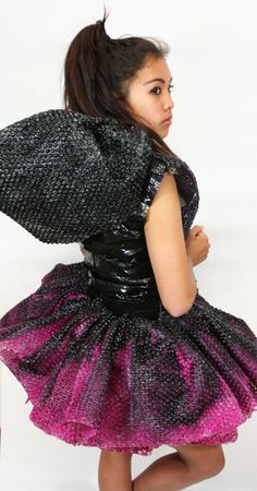 Bubble wrap dress #fashion #art #sculpture Paper Fashion, Dress Fashion, Fashion Art, Fashion Show, Fashion Design, Recycled Costumes, Recycled Dress, Anything But Clothes, Unusual Dresses