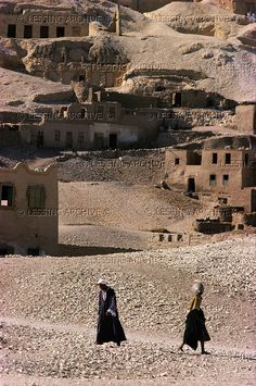 08-01-12/65 EGYPT DAILY LIFE Deir el-Medina, the ruins of the village of the workers who decorated the tombs in Thebes. Deir el-Medina, Luxor-Thebes, Egypt