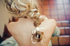 Hair inspiration for everyday creative styles + video tutorial. i love messy braids Pretty Hairstyles, Braided Hairstyles, Wedding Hairstyles, Vintage Hairstyles, Gown Hairstyles, Bridesmaids Hairstyles, Fall Hairstyles, Hairstyle Ideas, Ribbon Braids