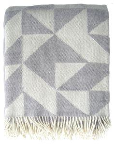Twist a Twill Plaid, Lys Grå   - Flot lysegrå plaid i 100% merino uld. Silkebord Uldspinderi