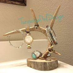 Antler Jewelry Holder, Deer Antler Jewelry, Deer Antler Crafts, Antler Art, Deer Decor, Decorating With Deer Antlers, Deer Horns Decor, Creation Deco, Jewelry Stand