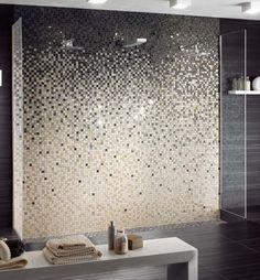 salle de bain design moderne avec carrelage mural en mosaique dégradée