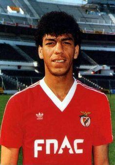 SLB - Carlos Mozer: de 1987 a 1989 e 1992 a 1995, 161 jogos, 14 golos 2 campeonatos e 1 Taça de Portugal