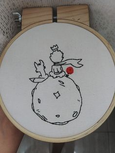 Hand Embroidery Stitches, Modern Embroidery, Diy Embroidery, Cross Stitch Embroidery, Machine Embroidery, Embroidery Designs, Broderie Anglaise Fabric, T-shirt Broderie, The Little Prince