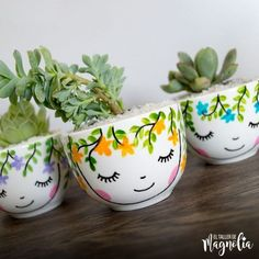 Painted Plant Pots, Painted Flower Pots, Pottery Painting Designs, Paint Designs, Ceramic Painting, Ceramic Art, Clay Pot Crafts, Diy Crafts, Decorated Flower Pots