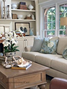 Savvy Southern Style : Simple Summer Style in the Great Room Luxury and Cozy Farmhouse Living Room Decor Ideas Living Room Decor Country, French Country Living Room, Home Living Room, Living Room Designs, Country French, French Living Rooms, French Style, Southern Living Rooms, Cottage Style Living Room
