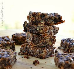 Yummy Granola Bars by none other than Cafe Terra! Healthy Bars, Healthy Snacks, Healthy Recipes, Healthy Everyday Meals, Veggie Recipes, Snack Recipes, Power Bars, Cookie Brownie Bars, Good Food