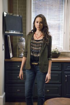 That coral necklace really gives a finishing touch to Spencer's outfit! What do you like pairing with a blazer? #PLLoutfits