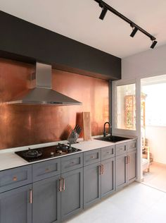 5 not-so-common surface materials to consider, Lifestyle News - AsiaOne Copper Tile Backsplash, Backsplash Ideas, Kitchen Backsplash Design, Copper Splashback Kitchen, Splashback Ideas, Copper Kitchen Accents, Black And Copper Kitchen, Industrial Style Kitchen, Black Kitchens