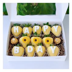 Chocolate Covered Treats, Chocolate Boxes, Chocolate Dipped Strawberries, Dessert Cake Recipes, Cute Desserts, St Patrick Day Snacks, Stella Rosa, Letter Boxes, Boffi