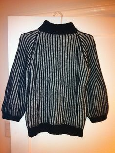 Ravelry: Sweater i tofarvet patent pattern by Helga Isager