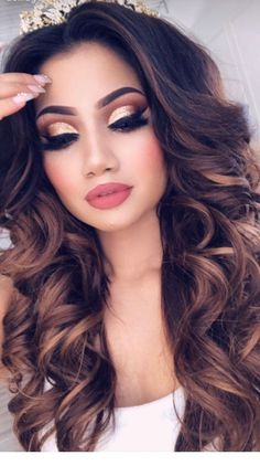 These curls with this make up look are a dream!- diese Locken mit diesem Make Up Look sind ein Traum! These curls with this make up look are a dream! Party Makeup Looks, Fancy Makeup, Makeup Eye Looks, Sexy Makeup, Bride Makeup, Prom Makeup, Wedding Makeup, Beauty Makeup, Hair Makeup