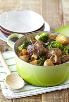 Lamb Knuckle & Vegetable Hotpot: warming winter food the whole family will enjoy! Lamb Recipes, Steak Recipes, South African Recipes, Ethnic Recipes, Curry Stew, Lamb Dishes, Hot Pot, Winter Food, Yummy Food