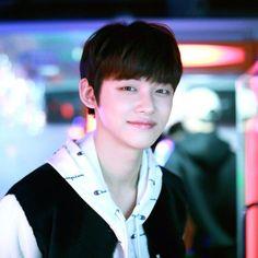 My fav till now. Fun fact: He can rap and dance just like hobi oppa ; Nct 127, Shinee, Mundo Cruel, Gyu, Rapper, The Dream, Look Alike, K Idols, South Korean Boy Band