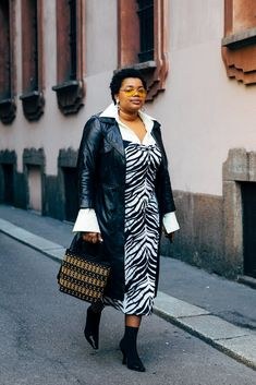 Milan Fashion Week Street Style Fall 2019   POPSUGAR Fashion/PH STYLE DU MONDE Street Look, Street Chic, Street Fashion, Paris Street, Fat Fashion, Plus Size Fashion, Fashion Outfits, Classy Fashion, Casual Outfits