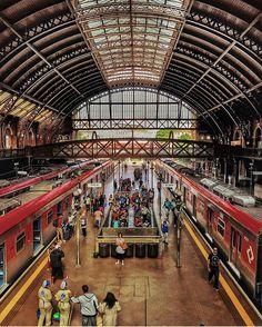 Bom dia Paulistanos!! É quarta-feira e começamos com a nossa estação principal. . . @raoninja . Sp City, Urban Concept, Paulistano, City Vibe, My Town, Op Art, Belle Photo, South America, Rome