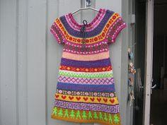 Tunika/kjole i hønsestrikk. http://bentemorsinblogg.blogspot.no/2011/11/tunika-kjole-i-hnsestrikk.html