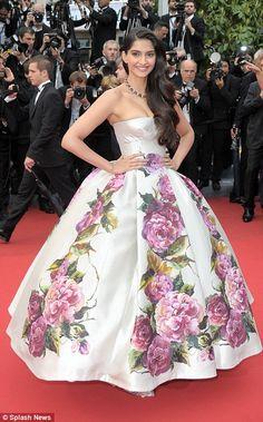 ソナム・カプールの美しいドレス姿!