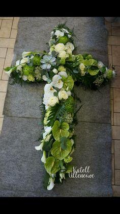 Funeral Arrangements, Flower Arrangements, Flower Drawing Images, Cemetery Flowers, Easter Flowers, Buttercream Flowers, Funeral Flowers, Flower Aesthetic, Arte Floral