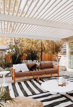 a-frame - outdoor space tour - before & after - sarah sherman samuel - home - maison - decoration - deco - interior design - salon - living room - house - design - bohemia - boheme - recup - upcycling - kitchen - bedroom / Modern Backyard, Backyard Patio, Modern Porch, Outdoor Rooms, Outdoor Living, Outdoor Decor, Coastal Homes, Coastal Decor, Patio Design