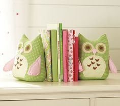 Owl Bookends for your little reader. #babygirl #carouseldesigns