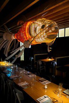 Restaurant Izakaya – Foodporn in der Landsberger - Gastrobenni Japanese Restaurant Interior, Oriental Restaurant, Architecture Restaurant, Chinese Restaurant, Cafe Interior, Bar Restaurant Design, Restaurant Lighting, Cafe Restaurant, Hotpot Restaurant