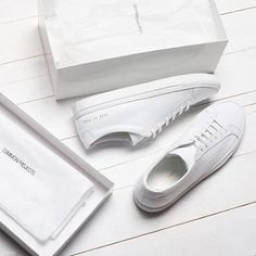 White sneakers, leather, all white sneakers | Pinterest: callistacvs (for more inspirations! Hair, makeup/beauty, celebrities, airport styles, accessories, sneakers/shoes, bathing suits/bikini, inspirational quotes) #flatlay #flatlayapp
