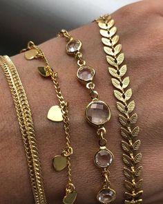 Choker tendência de Acessório para 2018. Qual dessas você prefere? ☎️ WhatsApp 11 94154-3140  #Glamour #UsoAnittaStore #AnittaStore #ouro18k #SemiJoia #Acessórios #Colar #Moda2018 s #modafashion #modaparamulheres #modafemenina #modão #modas #Estilo #glamour #semijoiasdeluxo #semijoias #semijoiaslindas #colaresfemininos #choker #gargantilha