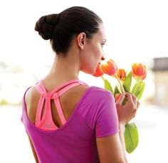 Ravitse mieltä ja kehoasi. Varaa aikaa itsellesi tärkeisiin asioihin ja hemmotte vaikka itseäsi kukilla – olet sen arvoinen! EMILY Excell toppi ja CLAUDIA urheiluliivit, www.lavli.fi