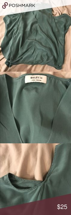 Bailey 44 green silk cold shoulder blouse top xs Excellent top. Will fit a small easily. Loose and looks amazing with a pair of jeans. Bailey 44 Tops Blouses