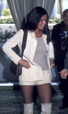 Ali MacGraw attends Hollywood Foreign Press Conference on April 1970 at the Beverly Hilton Hotel in Beverly Hills, California. Ali Macgraw, 70s Fashion, Star Fashion, Vintage Fashion, Beverly Hills, 70s Mode, We Wear, How To Wear, Female Actresses