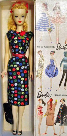 Vintage Barbie A O Blonde 3 Ponytail in Variation Apple Print Sheath Box Play Barbie, Barbie Skipper, Barbie And Ken, Vintage Barbie Clothes, Vintage Dolls, Barbie Wardrobe, Barbie Family, Ken Doll, Barbie Collector