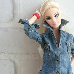 いや~寒い!!! ・ ・ ・ #バービー#バービー人形 #バービー日本#ドール #カジュアル#デニム #ファッション#コレクション #barbie#barbiestyle #barbiedoll#barbiedolls #dolls#doll#dollphotography #casual#love #fashion#collection #collections