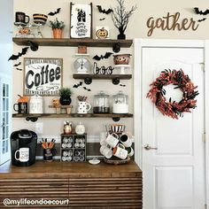 Cool 70 Easy DIY Halloween Decoration Ideas - Welcoming the Halloween is about preparing some house decorations to make the party more alive. Get this Easy Halloween Decoration Ready For Yours. Retro Halloween, Halloween Home Decor, Halloween Party Decor, Holidays Halloween, Spooky Halloween, Halloween Crafts, Halloween Cupcakes, Halloween Ideas, Halloween Design
