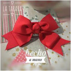 Moña roja hecha a mano. Es doble y se hacen de varios tamaños y modelos. Envíos a toda España #latarara
