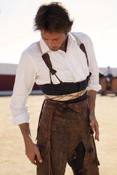 ACTIVITÉS ■ MATADOR ■ Parvenir à accrocher des anneaux aux cornes du taureau (peu être fait avec 1 guidon de vélo). Les anneaux ou cerceaux peuvent être fabriqués avec du fil de fer enroulé d'un ruban adhésif