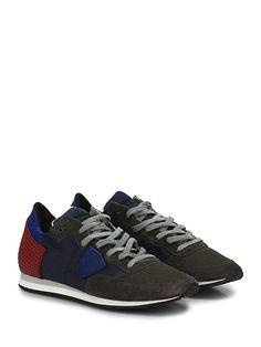 PHILIPPE MODEL PARIS - Sneakers - Uomo - Sneaker in camoscio, pelle e tessuto tecnico con inserto in gomma borchiata su retro. Suola in gomma, tacco 20, platform 10 con battuta 10. - GREY\BLU\RED - € 225.00