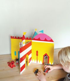 Mer Mag: Interlocking Cardboard Castle DIY